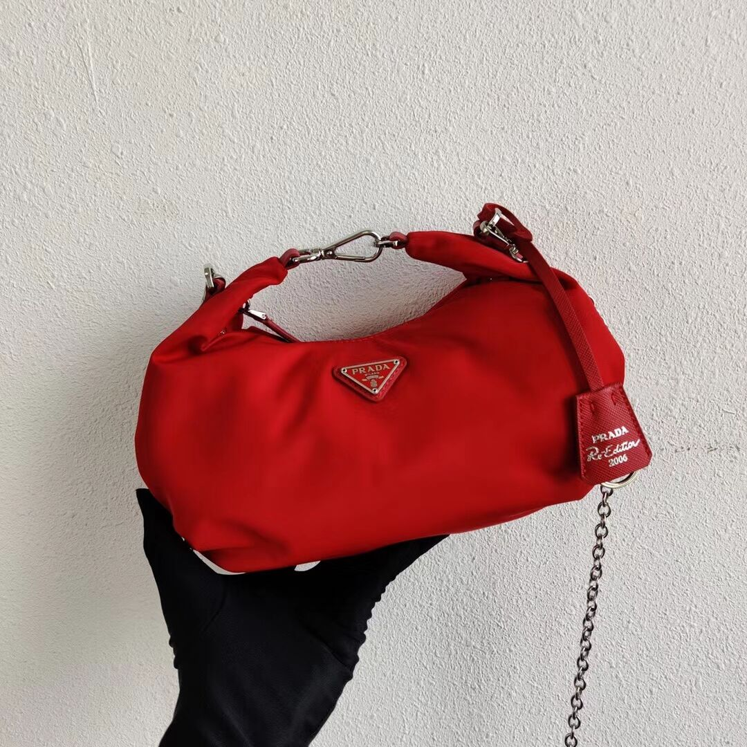 Prada Re-Edition 2005 nylon shoulder bag 1BH172 red